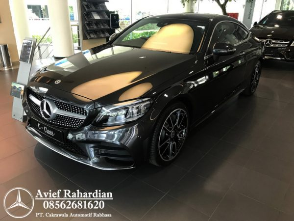 MERCEDES BENZ C 300 COUPE AMG LINE (2)