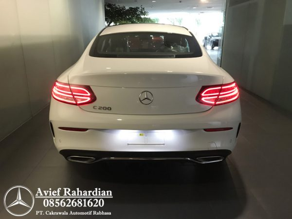 MERCEDES BENZ C 200 COUPE AMG LINE (8)