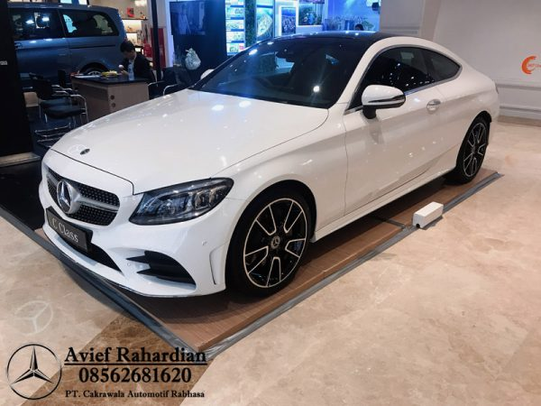 MERCEDES BENZ C 300 COUPE AMG LINE (7)