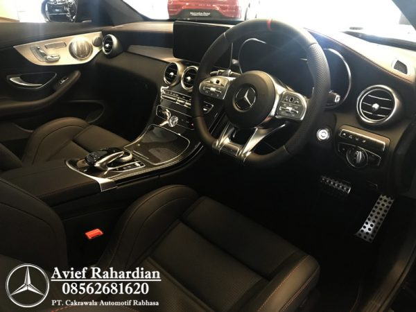 MERCEDES BENZ AMG C 43 COUPE (5)