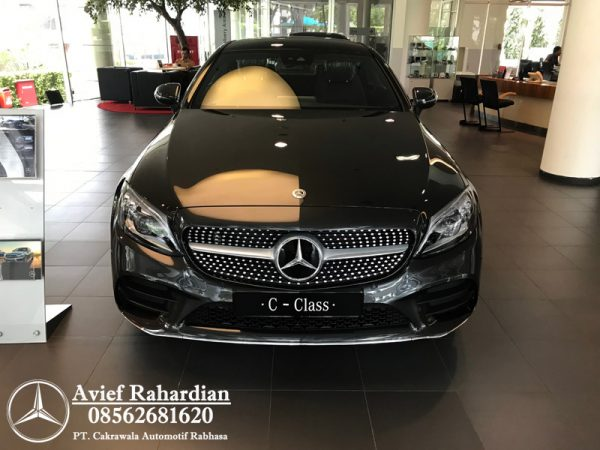 MERCEDES BENZ C 300 COUPE AMG LINE (1)