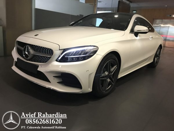 MERCEDES BENZ C 200 COUPE AMG LINE (7)