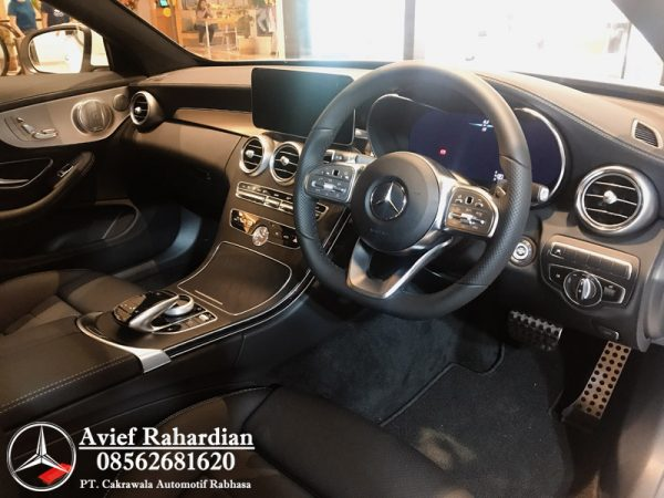 MERCEDES BENZ C 300 COUPE AMG LINE (10)
